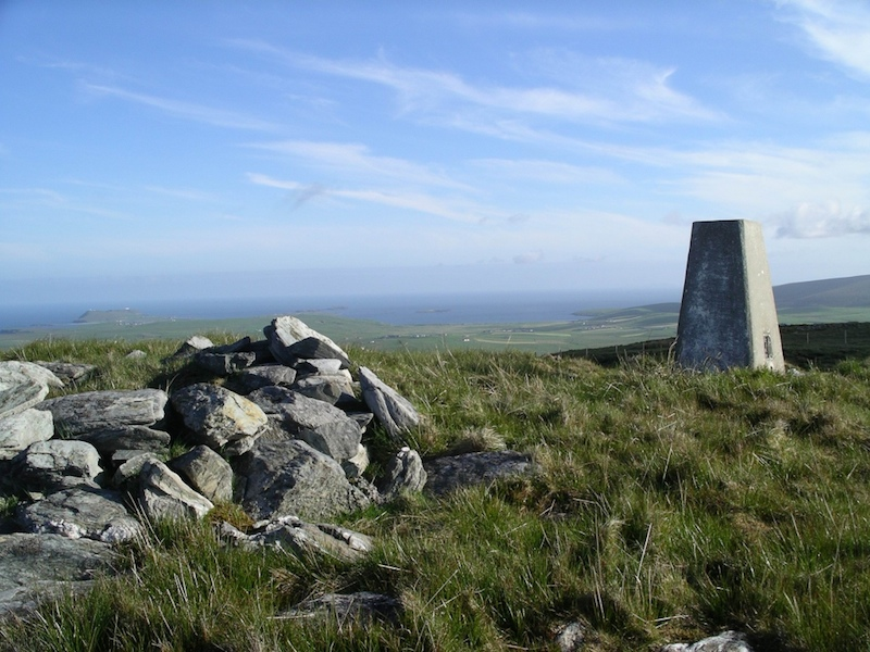 Cairn and trig on the Wart of Scousbourgh