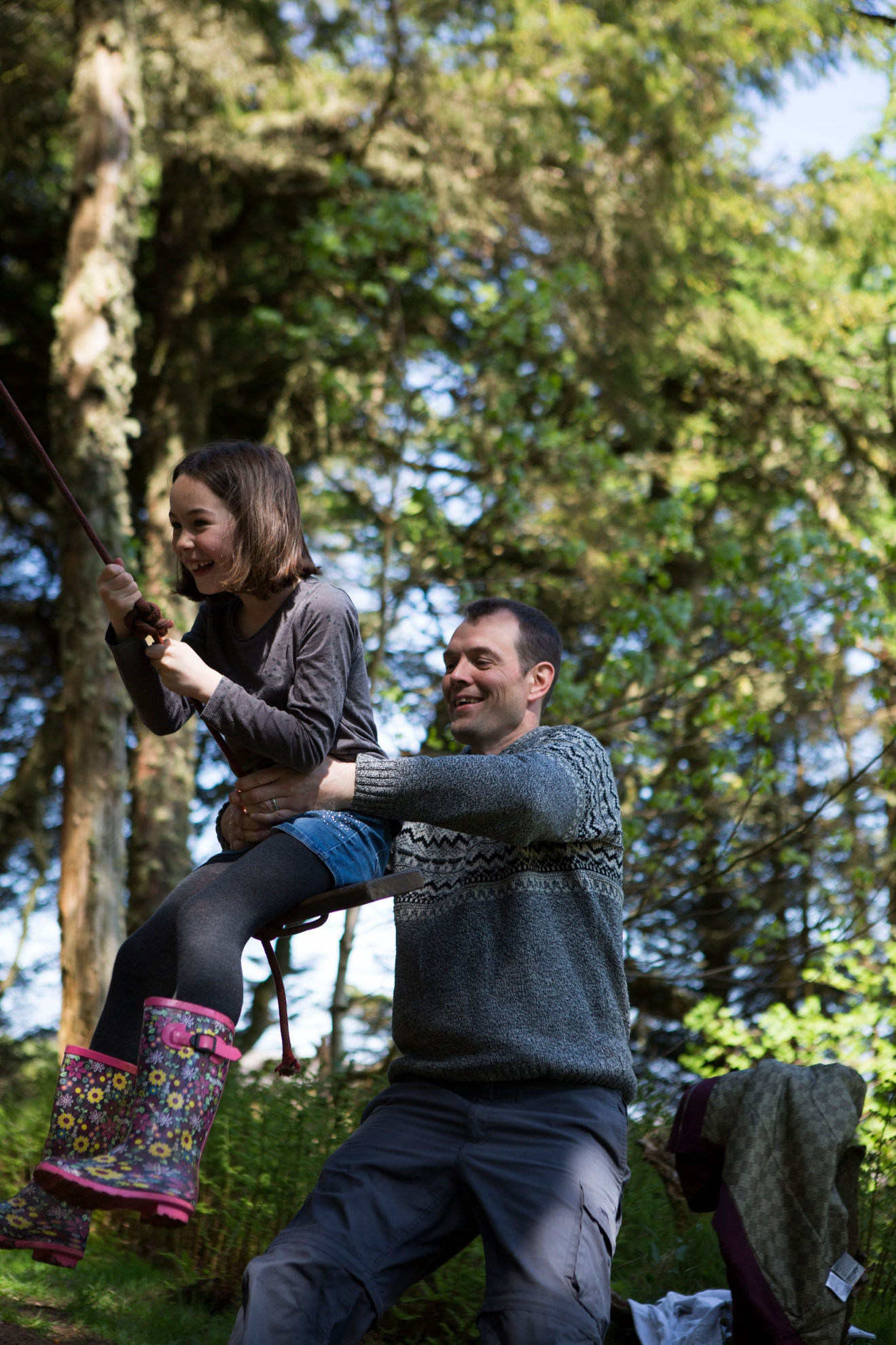 Ross and Sienna Smith on the swing at Kergord Forest | River Thompson